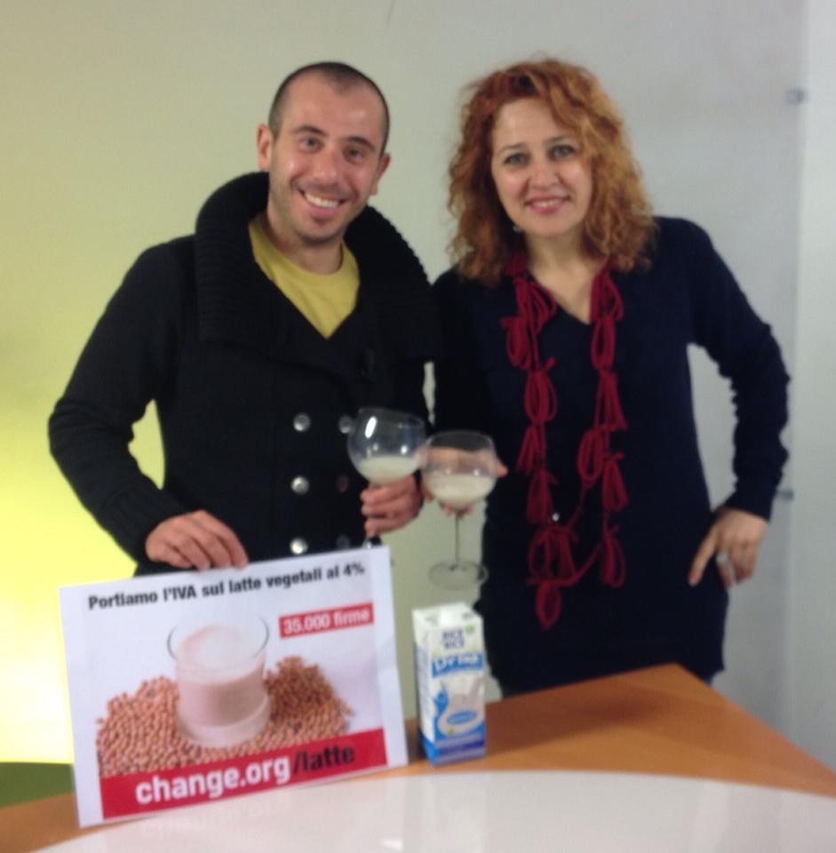 a Toscana Tv con la giornalista Michaela Barillari per la mia petizione per abbassare l'iva sui latti vegetali (48.000 firme)